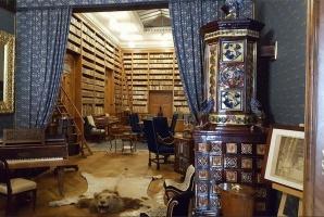 Historická knižnica (pôvodne bola umiestnená v Rotunde neďaleko kaštieľa, dnes sa v nej nachádza viac ako 15 000 zväzkov).